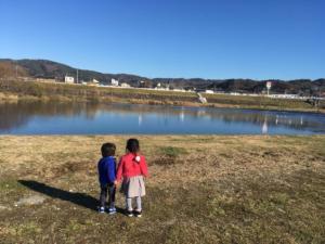 河原をお散歩する昼下がり